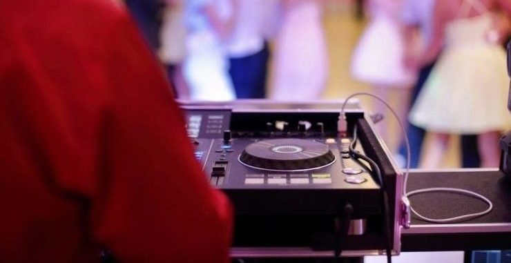 dj set up at wedding party