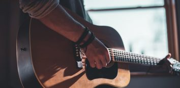 acoustic guitars under $300 featured image