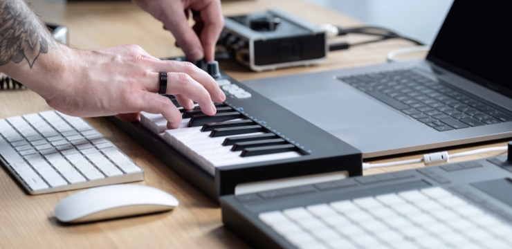 connecting a midi keyboard to a laptop