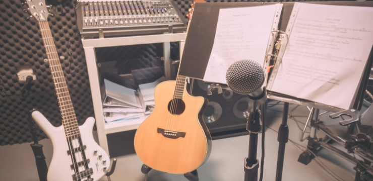 dynamic microphone in a studio near musical instruments